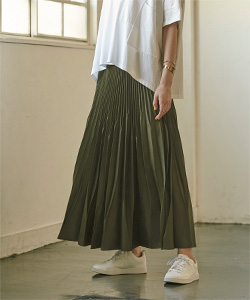 ランダムハンドプリーツロングスカート